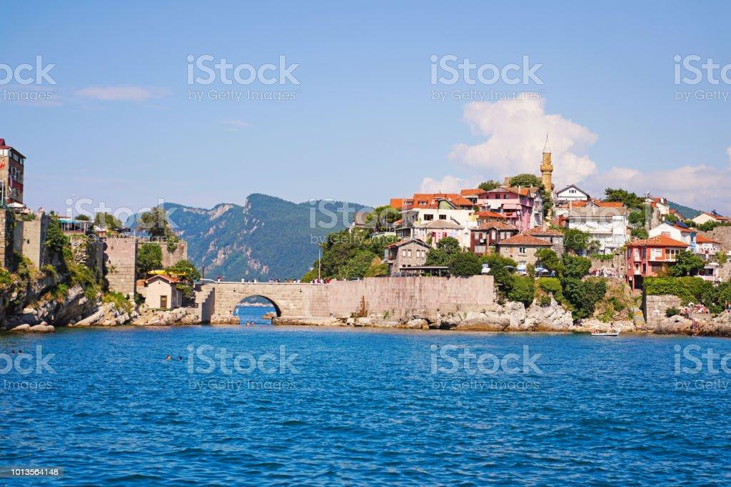 Kemere Köprüsü ile güzel Karadeniz şehir stok fotoğrafı