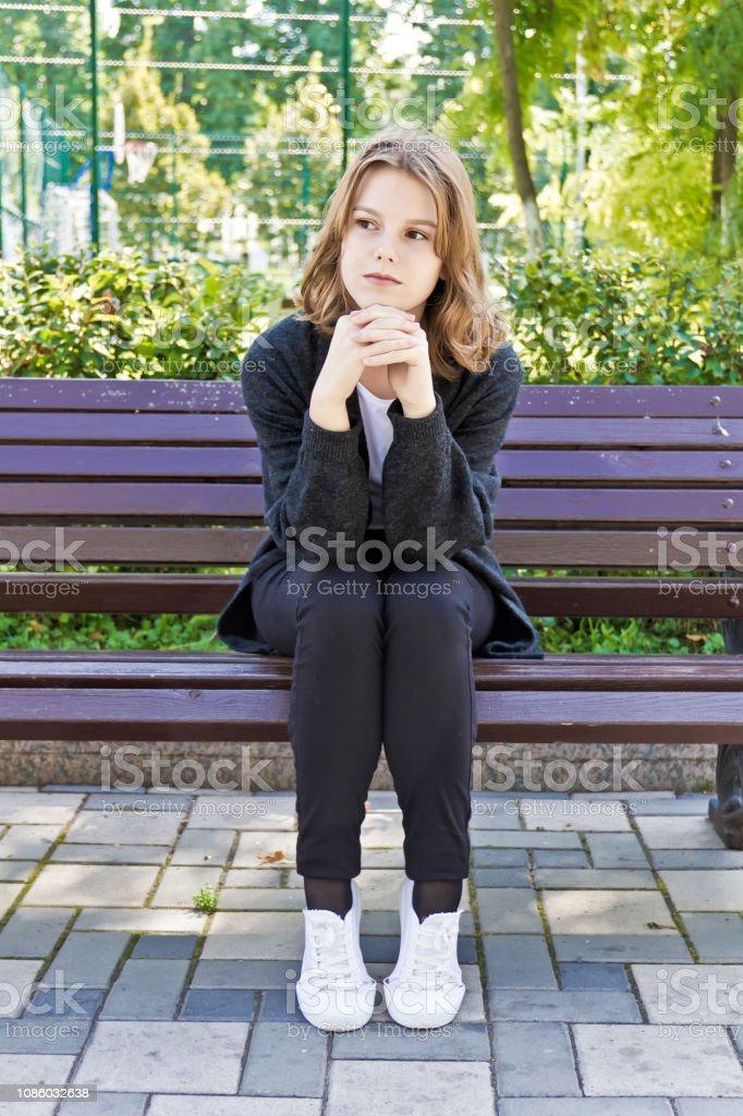 Linda loira quatorze anos de idade - foto de acervo