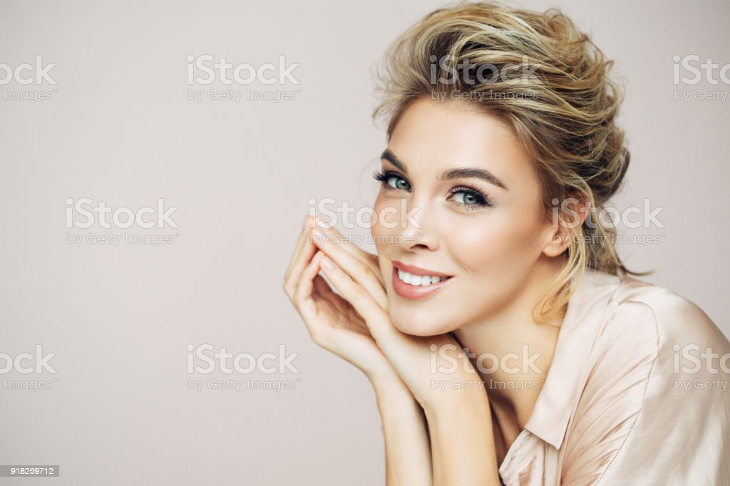 Beautiful blond with perfect smile - foto stock