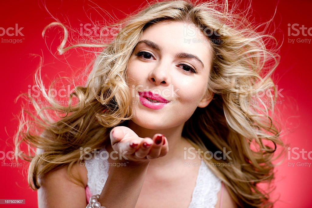 Поцелуй с блондинками