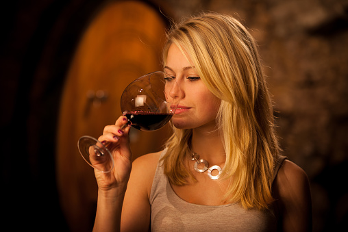 Clue (versión Temerant) - Página 36 Beautiful-blond-woman-tasting-red-wine-in-a-wine-cellar-picture-id469238686?k=6&m=469238686&s=170667a&w=0&h=OOuBHBcr5rNvJtEdQWCkVMoS0wCZS6XIL2HATuktriU=