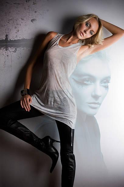 schönen blonden jungen frau mode model composite mit porträt - leder leggings stock-fotos und bilder