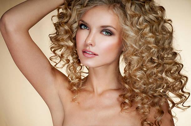 beautiful blonde woman. healthy long blond hair. curly hair. - dauerwelle stock-fotos und bilder