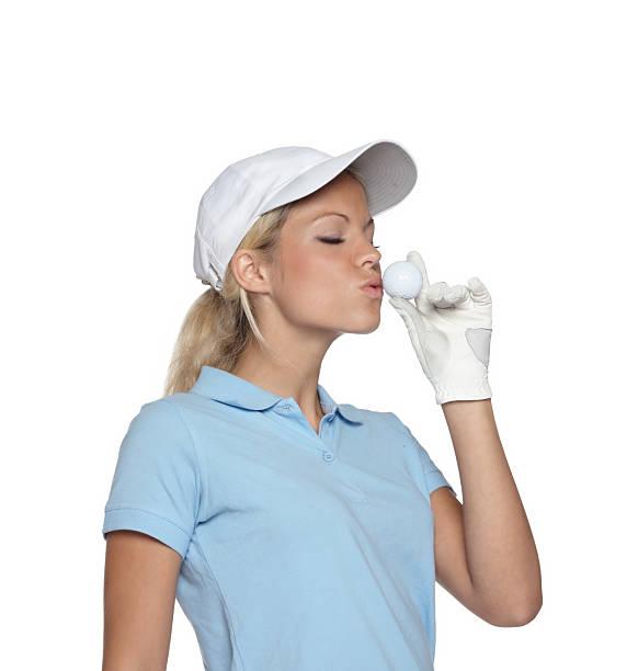 schöne blonde frau küssen ein golfball - schiebermütze stock-fotos und bilder