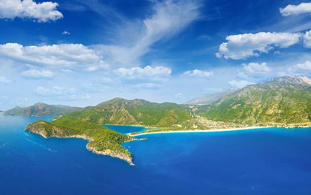 beautiful blue lagoon and coastline in oludeniz, turkey - 무글라 주 뉴스 사진 이미지