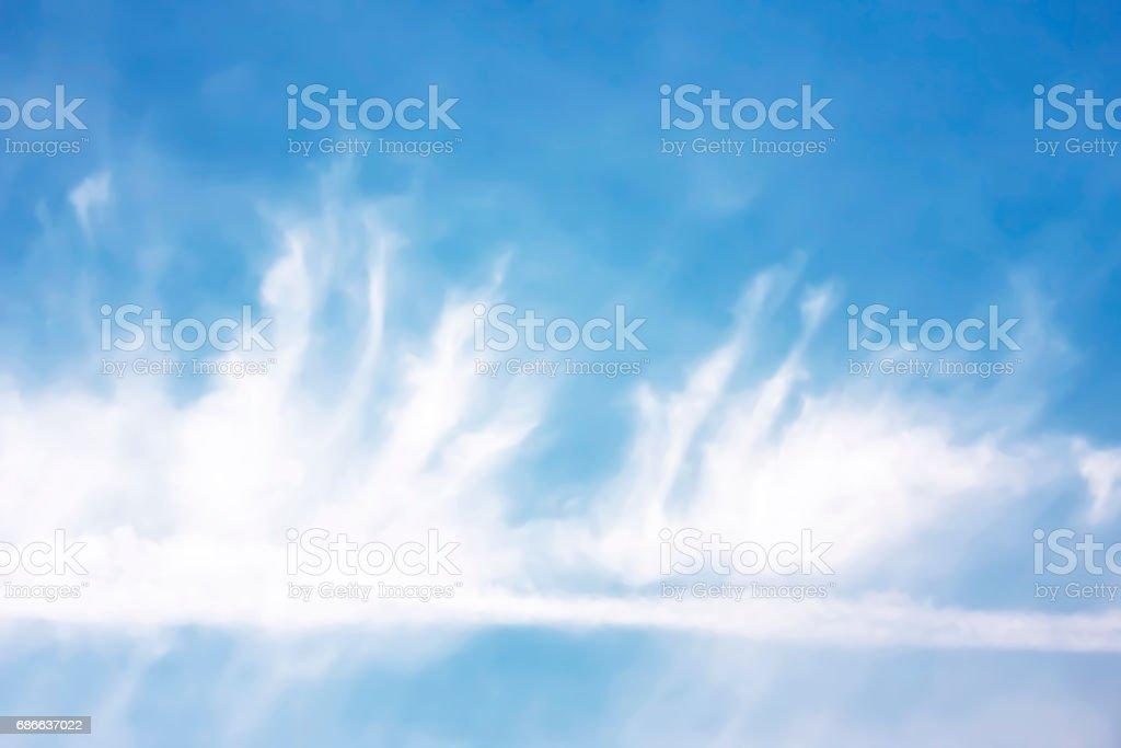 Beau ciel bleu et nuages blancs. photo libre de droits