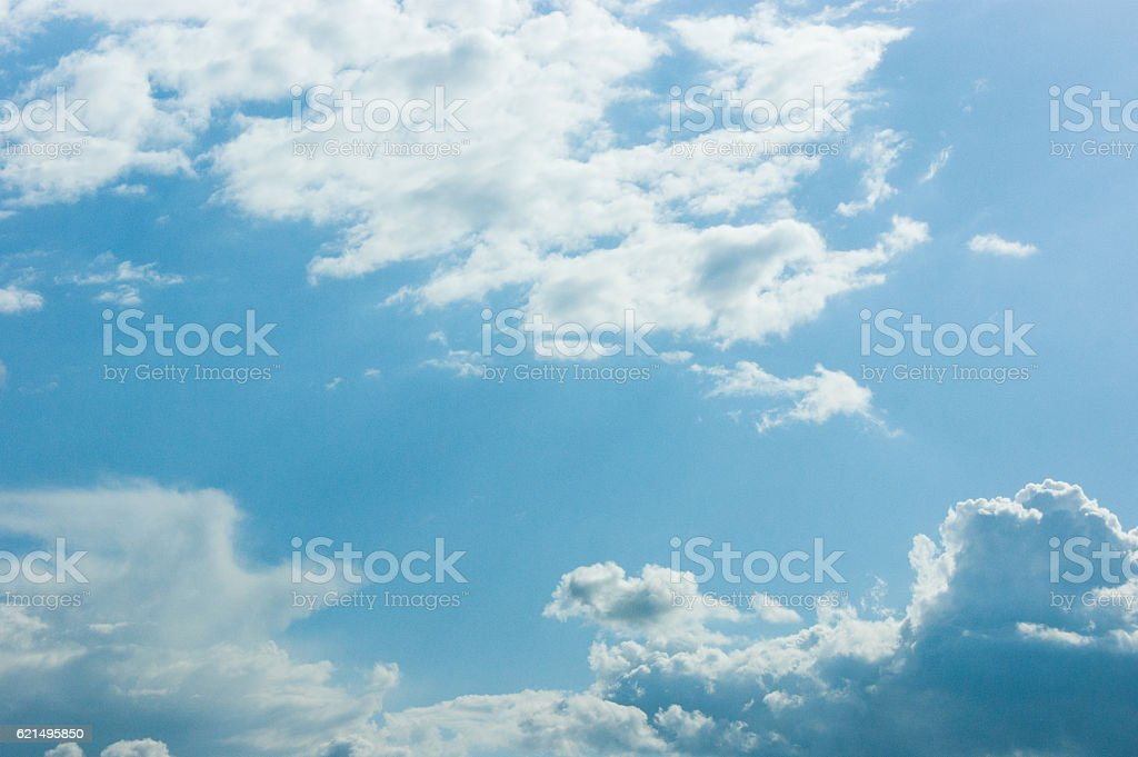 Beautiful blue sky with clouds and sun foto stock royalty-free