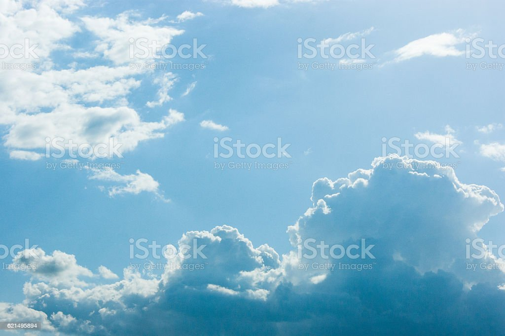 Beautiful blue sky with clouds and sun photo libre de droits