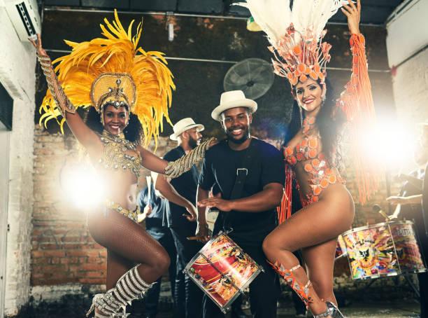 schönen körper von brasilien - sambatrommeln stock-fotos und bilder