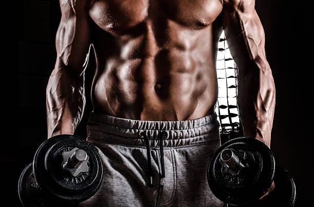 Cтоковое фото Красивый мужчина с весами в действии