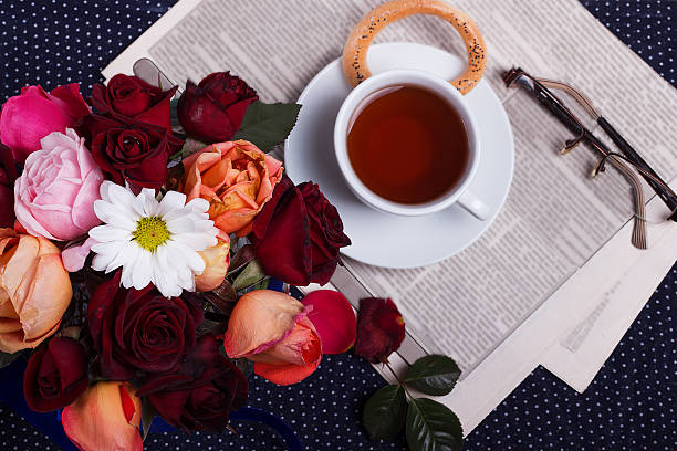 beautiful bouquet and cup of tea - hochzeitszeitung stock-fotos und bilder