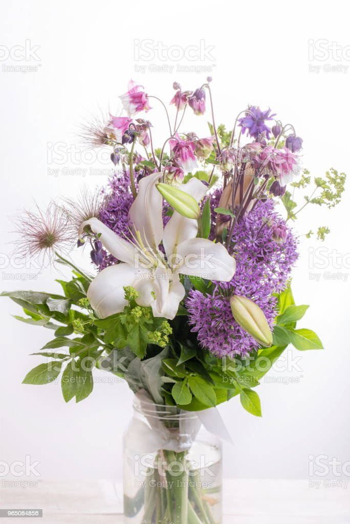 beautiful bouquet flower in vase zbiór zdjęć royalty-free