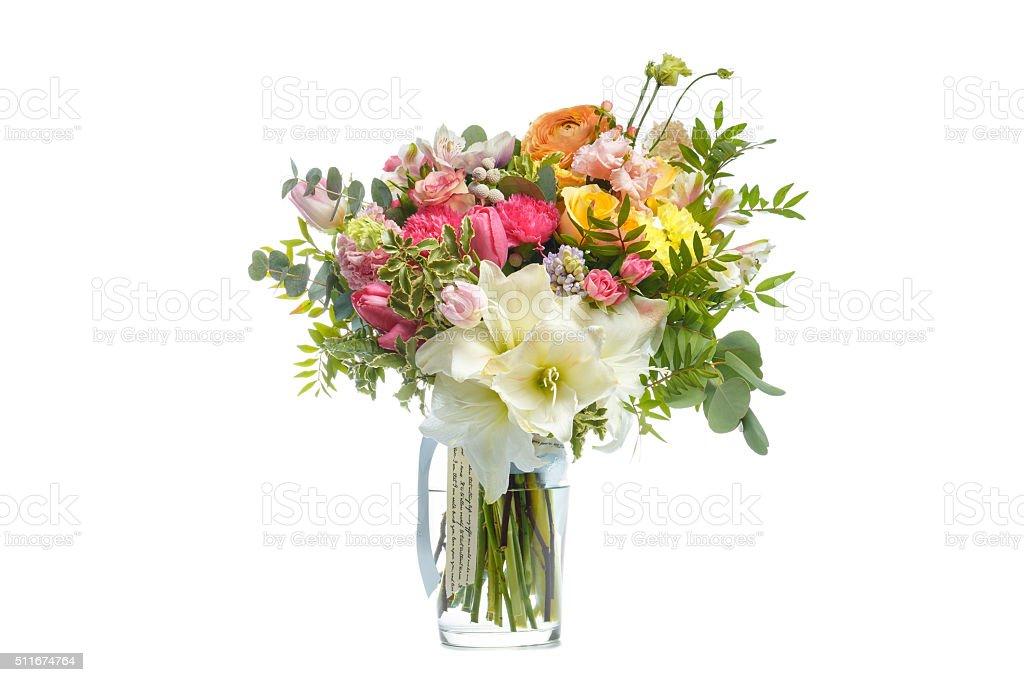 Lindo buquê de flores brilhantes no vaso isolado branco foto royalty-free
