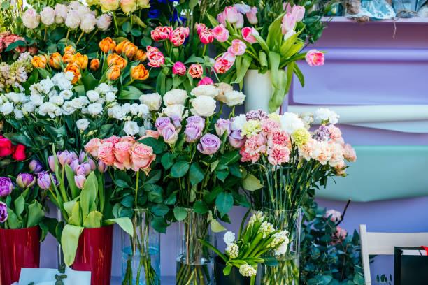 Schöne Blumensträuße an Flower market – Foto