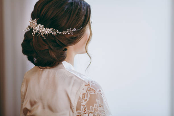 beautiful bride doing a hairstyle in the morning - veil stock pictures, royalty-free photos & images