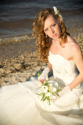 674214372 istock photo Beautiful bride in a white dress on coast of river 488613105