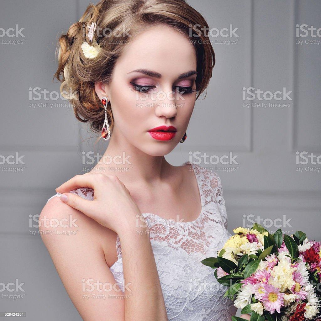 Portrat Schone Braut Hochzeit Makeup Und Frisur Mit Diamant Krone