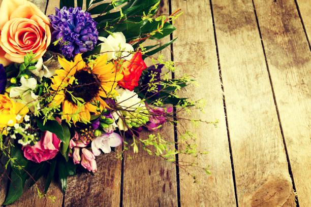Beautiful bunch of flowers on wooden background horizontal picture id646350342?b=1&k=6&m=646350342&s=612x612&w=0&h=vgvl hxdl l u 7 yal5svvlyj1d4mldntxpwbfwbuo=