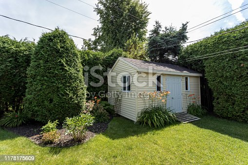 Beautiful Bungalow Backyard in Residential District