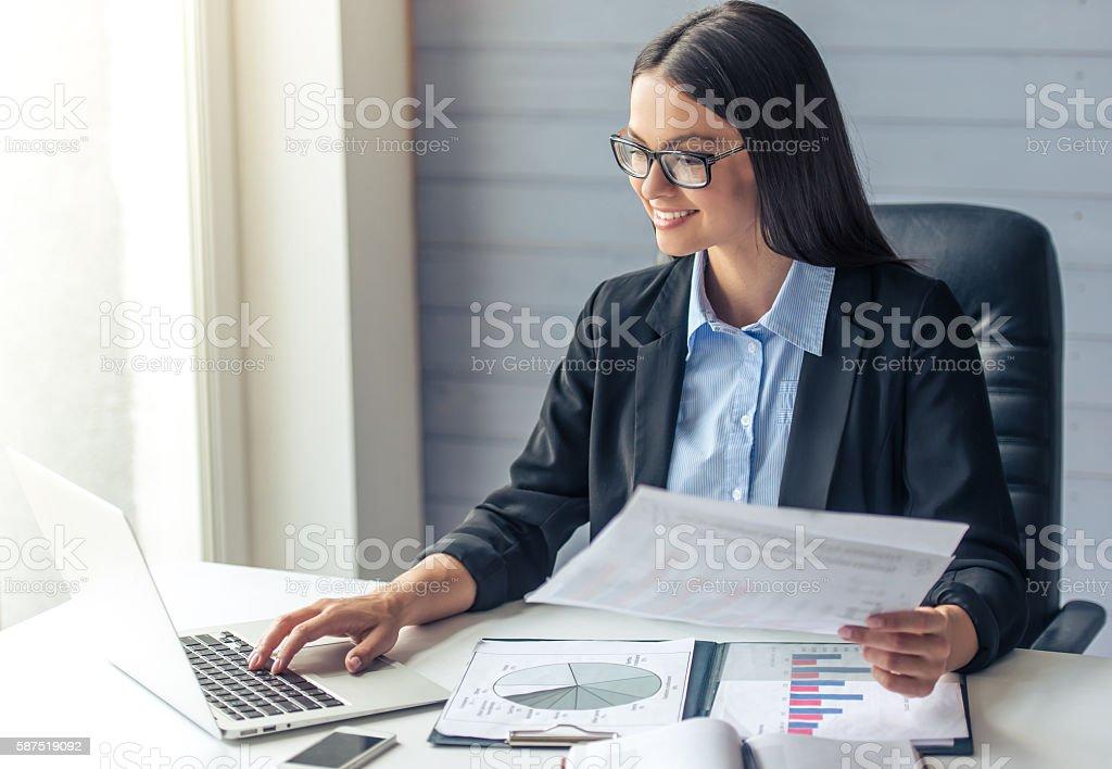 Hermosa mujer de negocios - foto de stock
