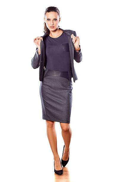 schöne business-frau in jacke und rock - damen rock kostüme stock-fotos und bilder