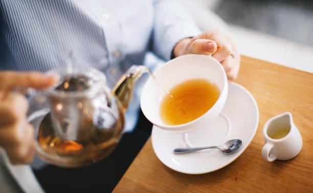 beautiful businesswoman at coffee shop. - herbata ziołowa zdjęcia i obrazy z banku zdjęć
