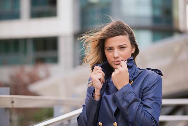 beautiful businesswoman with wind in her hair -  fluttering - frisuren 2016 frauen stock-fotos und bilder