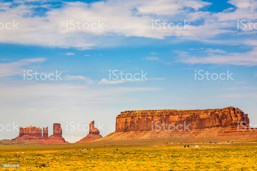 beautiful butte - the king on his throne - in monument valley, USA