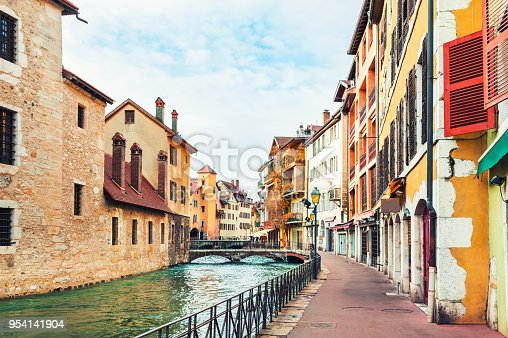 istock Beautiful canal with medieval architecture in Annecy, France. 954141904