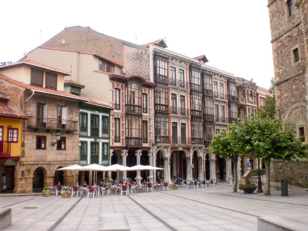 Schöne Carbayo Platz in Aviles. – Foto