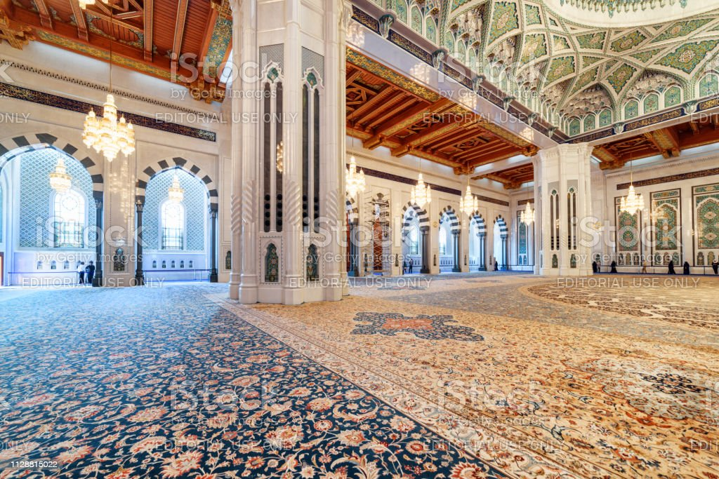 https://media.istockphoto.com/photos/beautiful-carpet-in-prayer-hall-the-sultan-qaboos-grand-mosque-picture-id1128815022