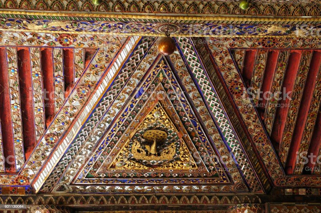 Güzel tavan Wat Phra Kaew Don Tao, Lampang, Thailand. - Royalty-free Adamlar Stok görsel