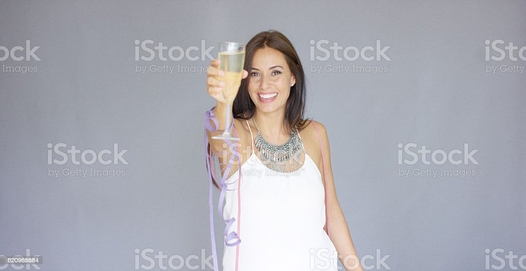 Beautiful chic young woman toasting the New Year foto royalty-free