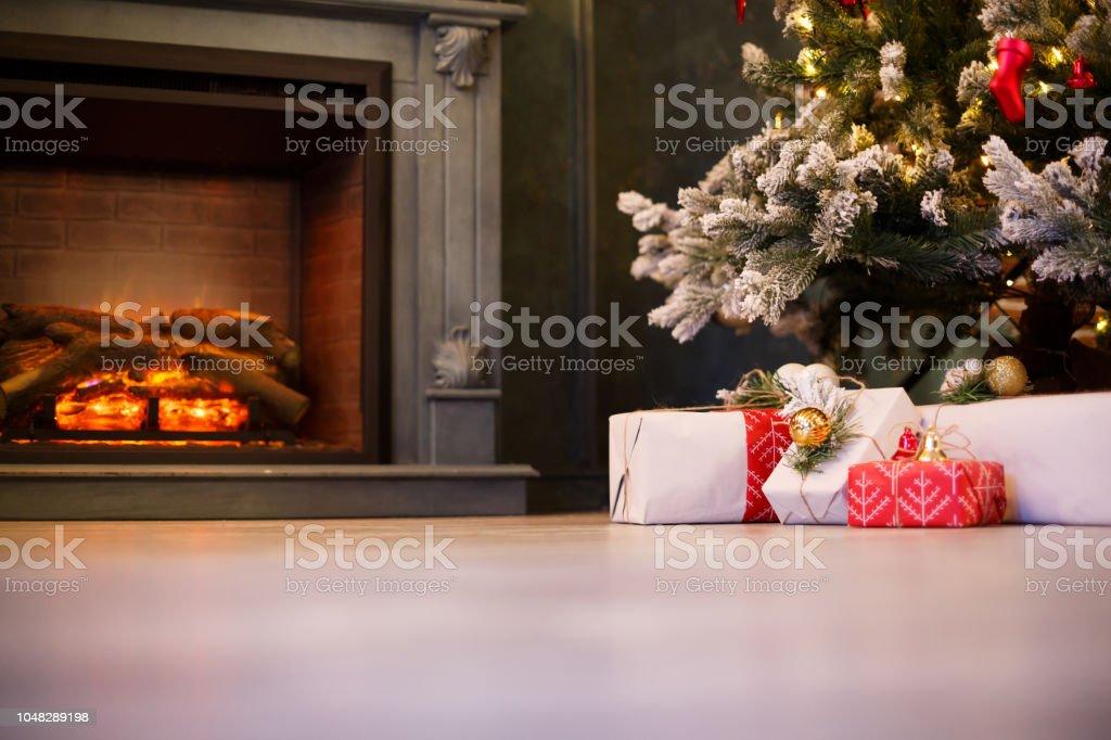 Schöne Weihnachtsgeschenke.Schöne Weihnachtsgeschenke Unter Baum Im Neuen Jahr Dekoriert Haus