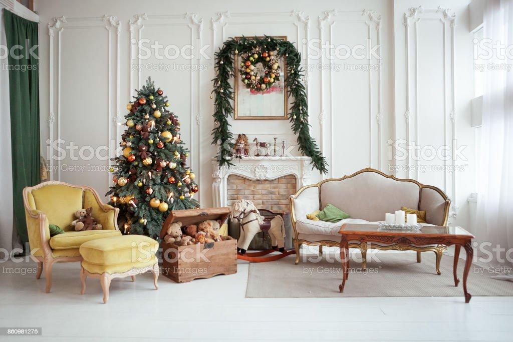 Schone Weihnachten Interieur Silvester Dekoration Wohnzimmer Mit Kamin Stockfoto Und Mehr Bilder Von Advent Istock