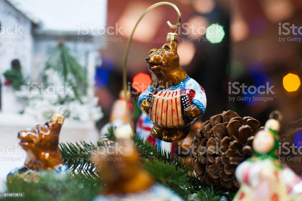 Músico de oso juguete de Navidad hermoso tocar acordeón - foto de stock