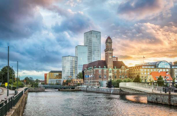 Schöne Stadtbild mit Sonnenuntergang in Malmö, Schweden – Foto