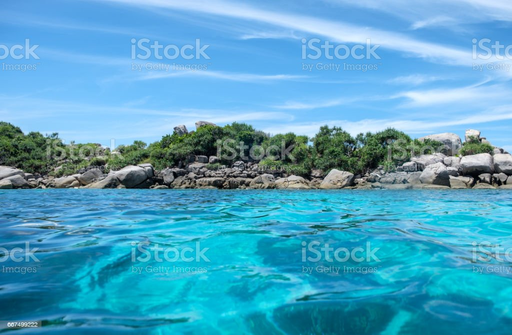 Beautiful clear wave blue sea foto stock royalty-free