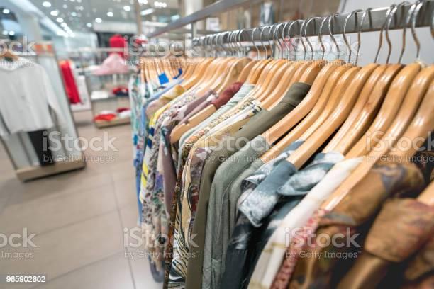Vackra Kläder Hängande På En Klädaffär-foton och fler bilder på Affär