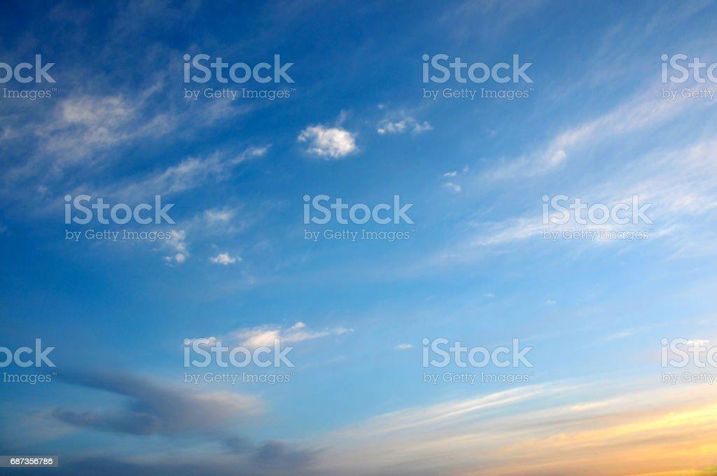 Hermoso atardecer en nube - foto de stock