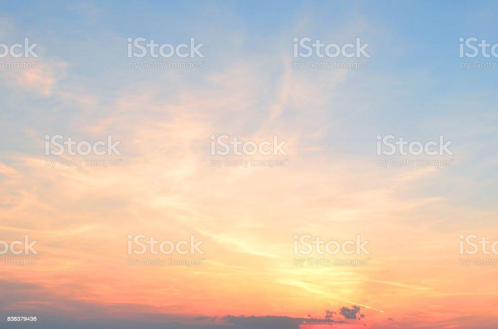Schöne Wolken bei Sonnenuntergang – Foto