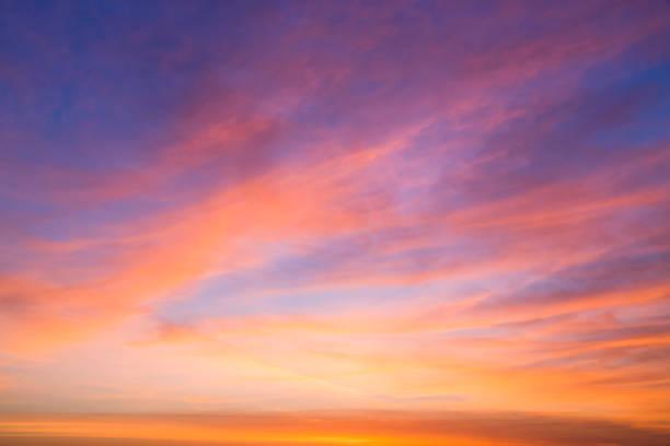 朝は美しい cloudscape - 夜明け ストックフォトと画像