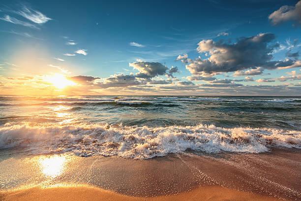 Beautiful cloudscape over the sea picture id511367374?b=1&k=6&m=511367374&s=612x612&w=0&h=s0 mrf3xmm8amkhwwl4ugpupuiwv7ngi3khv6blen7k=
