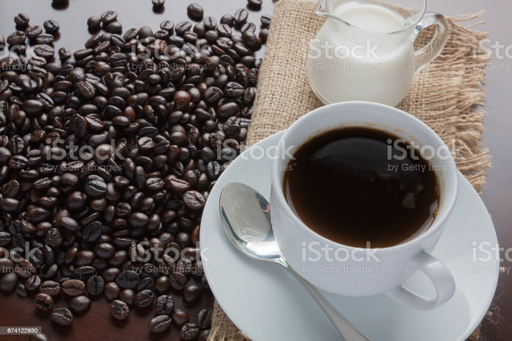 Beautiful coffee cup and coffee  beans on table 免版稅 stock photo