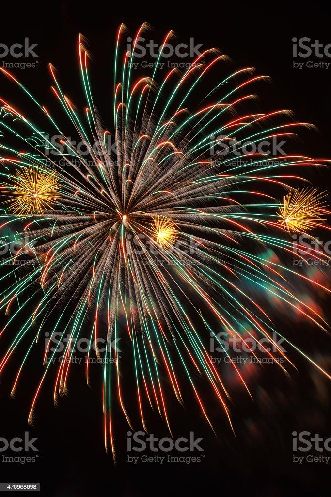 Bela e colorida queima de fogos das festas e independência dia 4 de julho - foto de acervo