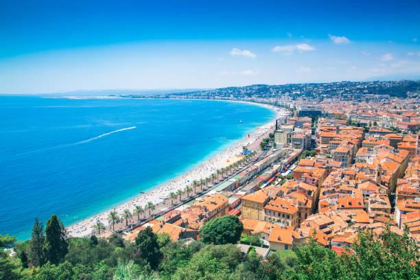 wunderschöne côte d'azur in frankreich - nizza sehenswürdigkeiten stock-fotos und bilder