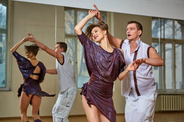 beautiful couple dancing bachata in dance studio – zdjęcie