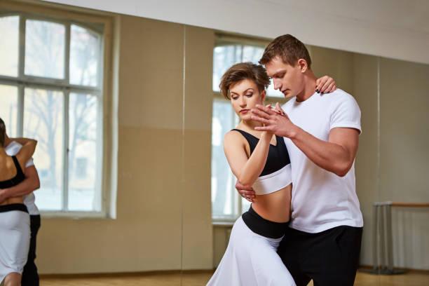 beautiful couple dancing tango – zdjęcie