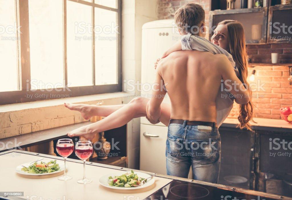 美しいカップルのキッチン ロイヤリティフリーストックフォト