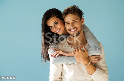 istock Beautiful couple 907878310